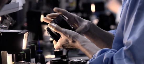 Come vengono assemblate le lenti Nikon